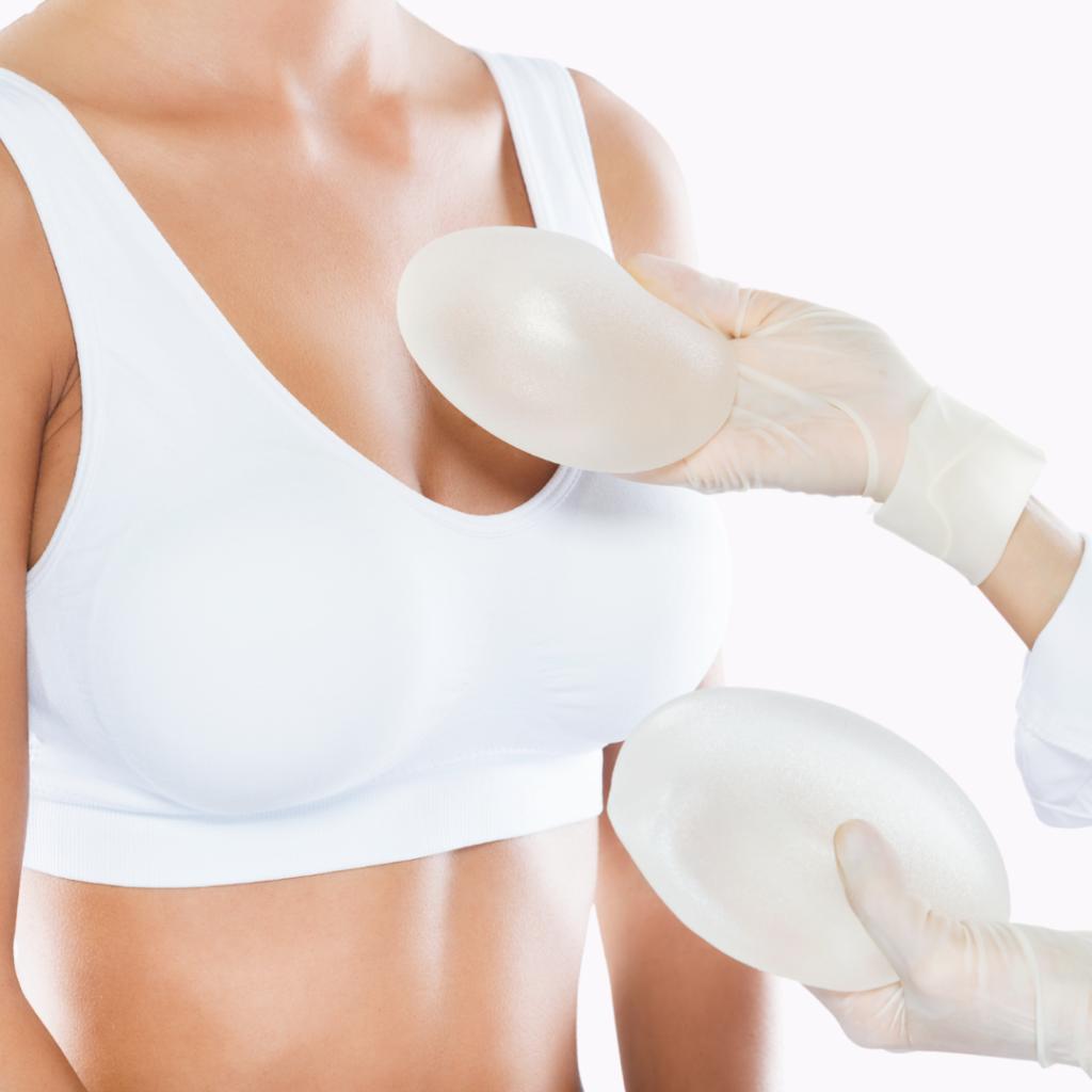 foto-representando-a-protese-mamaria-silicone-nos-seios